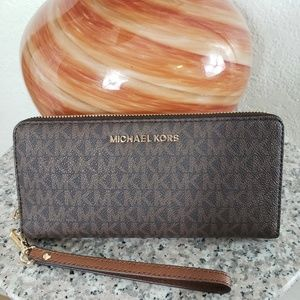 Michael Kors Jet  Large  continetal brown wallet